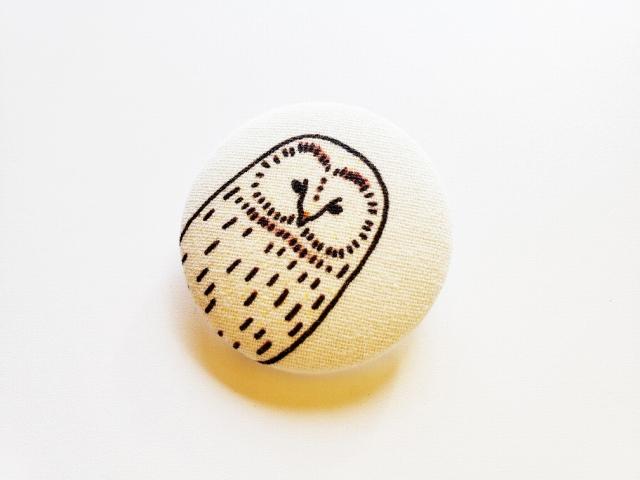 エゾフクロウの素朴なブローチ(クリップ付き)