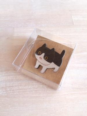 ハチワレ猫ブローチ