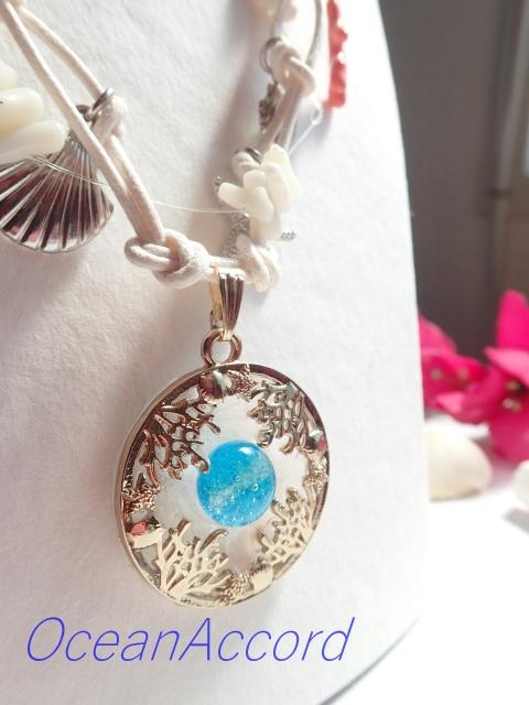 ガラスのネックレス(珊瑚、貝殻、ヒトデモチーフ) B