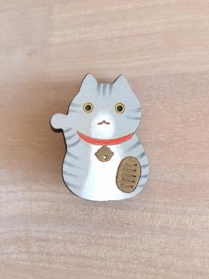 サバトラ柄の招き猫ブローチ