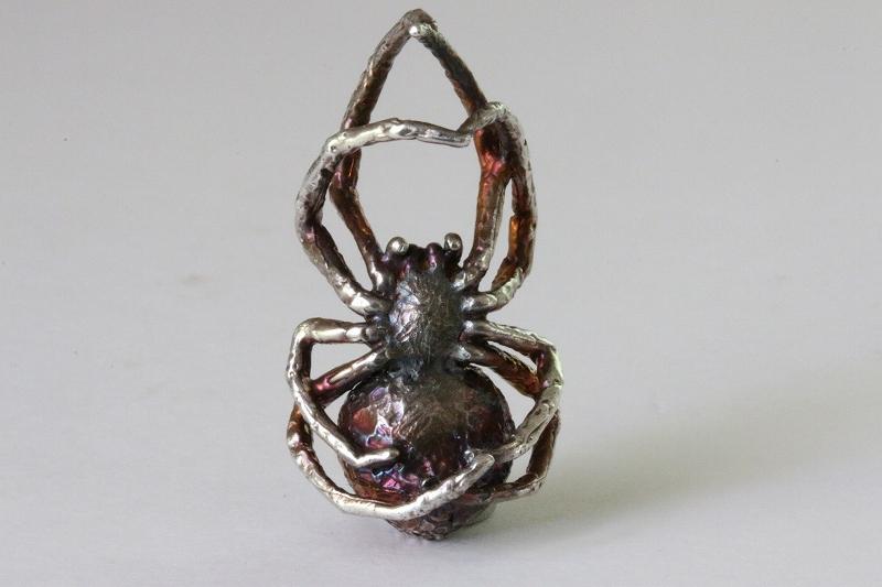 蜘蛛ペンダント