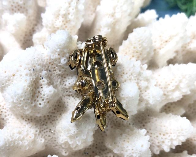 ビジューで輝くダンゴイカのブローチ
