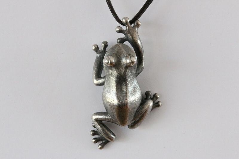 蛙ペンダント