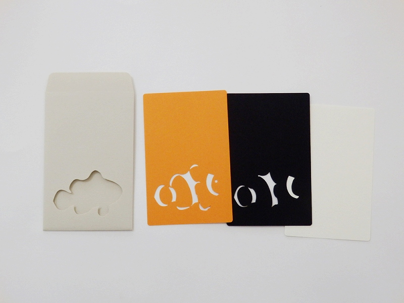 切り絵でつくるぽち袋型メッセージカード 「クマノミ」