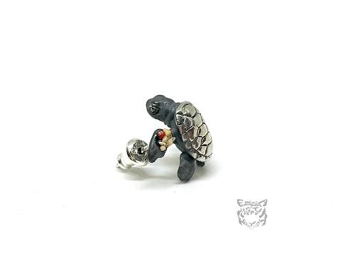 アオウミガメ 子ピアス(鏡面+珊瑚砂)