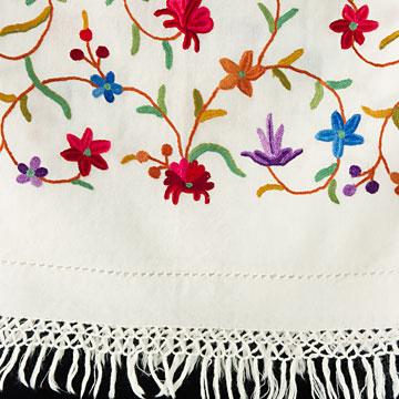 刺繍ストール アーリ 白(ホワイト) クリスマス ギフト 誕生日 プレゼント 着物ショール