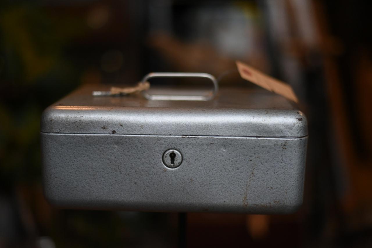 102256  UK ヴィンテージ アイアンボックス コインボックス MADE IN ENGLAND