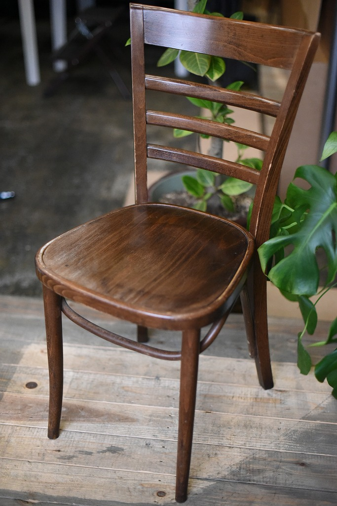 104819 USED TON CHAIR 中古 座面浮きあり