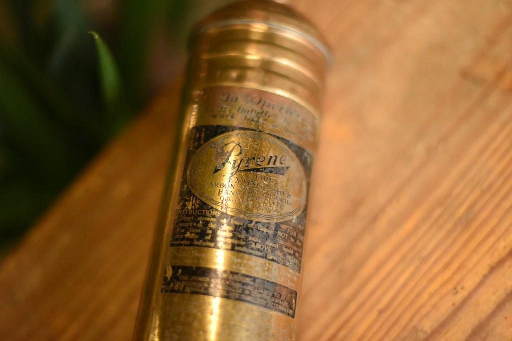 103786 ヴィンテージ 真鍮製 消火器 FIRE EXTINGUISHER  ブラス 英国製