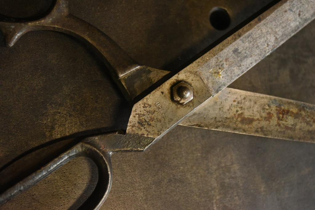 104806 UK ヴィンテージ 鋳造 裁ちばさみ ハサミ 鋏 ツール 英国 MADE IN ENGLAND