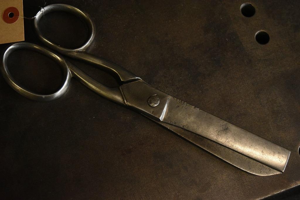 104805 UK ヴィンテージ 鋳造 裁ちばさみ ハサミ 鋏 ツール 英国 MADE IN ENGLAND