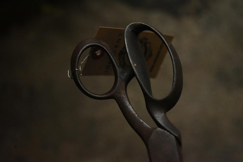 104807 UK ヴィンテージ 鋳造 裁ちばさみ ハサミ 鋏 ツール 英国 MADE IN ENGLAND