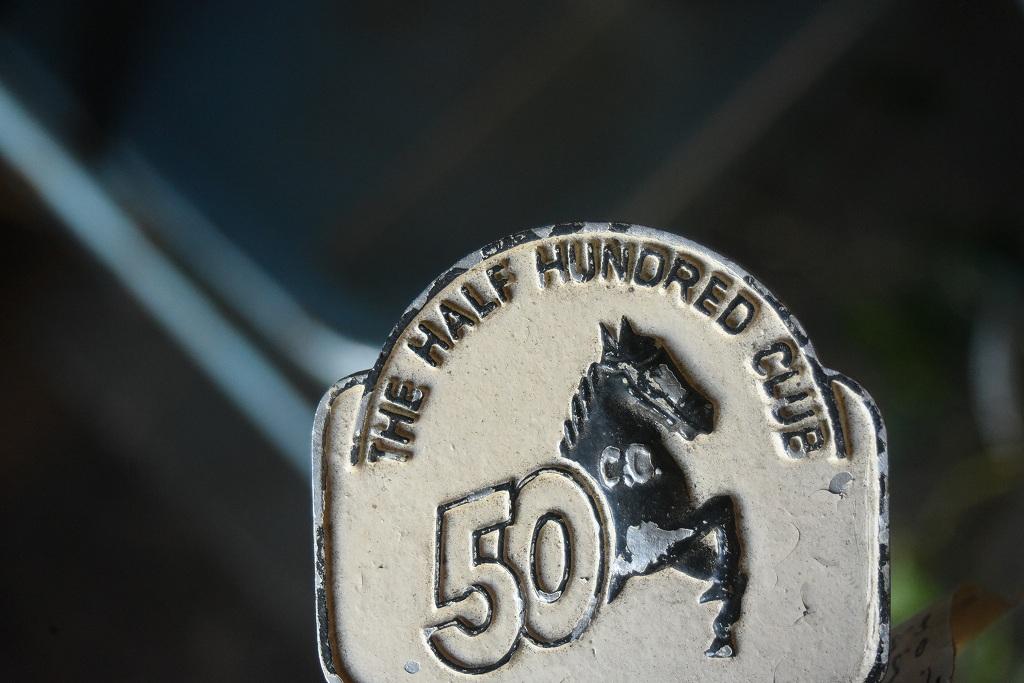 812 UK ヴィンテージ  「THE HALF HUNDRED CLUB」 エンブレム クラシックカー オーナメント