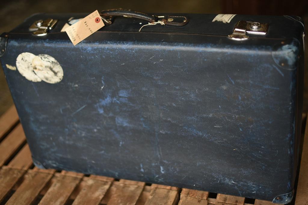 105689 UK ヴィンテージ 英国 グローブ トロッター 「GLOBE TROTTER」 鍵付き MADE IN ENGLAND 刻印