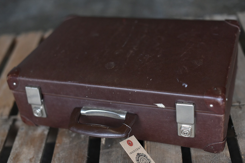 105687 UK ヴィンテージ 英国 グローブ トロッター 「GLOBE TROTTER」 MADE IN ENGLAND 刻印