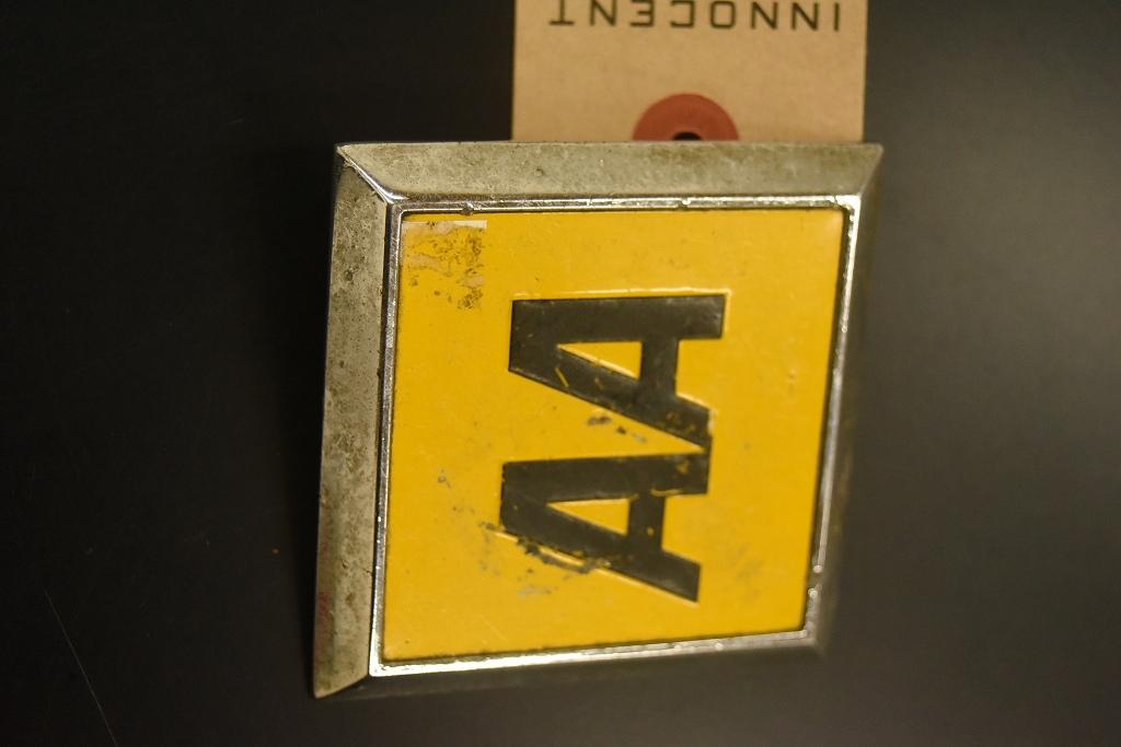 104733 ヴィンテージ AA 「Automobile Association」 スクエア型 カーバッチ エンブレム