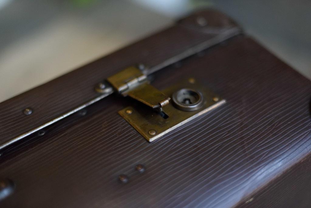 104881 ヴィンテージ トランクケース 革鞄 ドイツ製 右蝶番バネ切れ