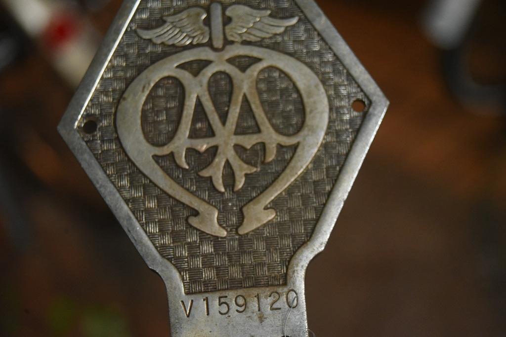 103328 UK ヴィンテージ 40年代 クロームメッキ AA Automobile Association カーバッチ
