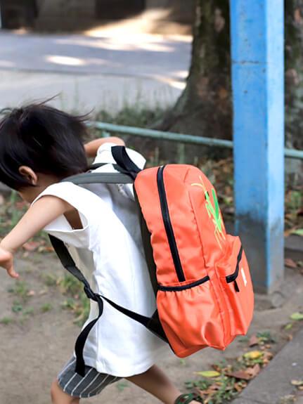 カマキリ親子の刺繍リュック オレンジ