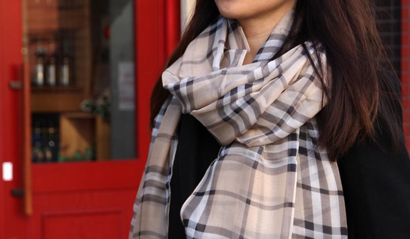 スカーフ シルク100% 大判 ストール マフラー シフォン 【ベージュチェック A】 茶 チェック 伝統 イングランド 英国 絹 天然素材 敏感肌 紫外線防止 UV 防寒 コンパクト パーティー ドレス 【Aサイズ:245×135cm】 送料無料