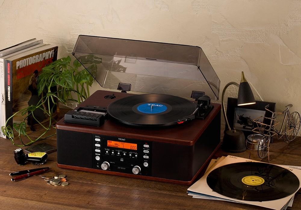 TEAC - LP-R520-WA/ウォールナット (ターンテーブル・カセット付CDレコーダー)《JP》【次回12月末入荷予定・ご予約受付中】