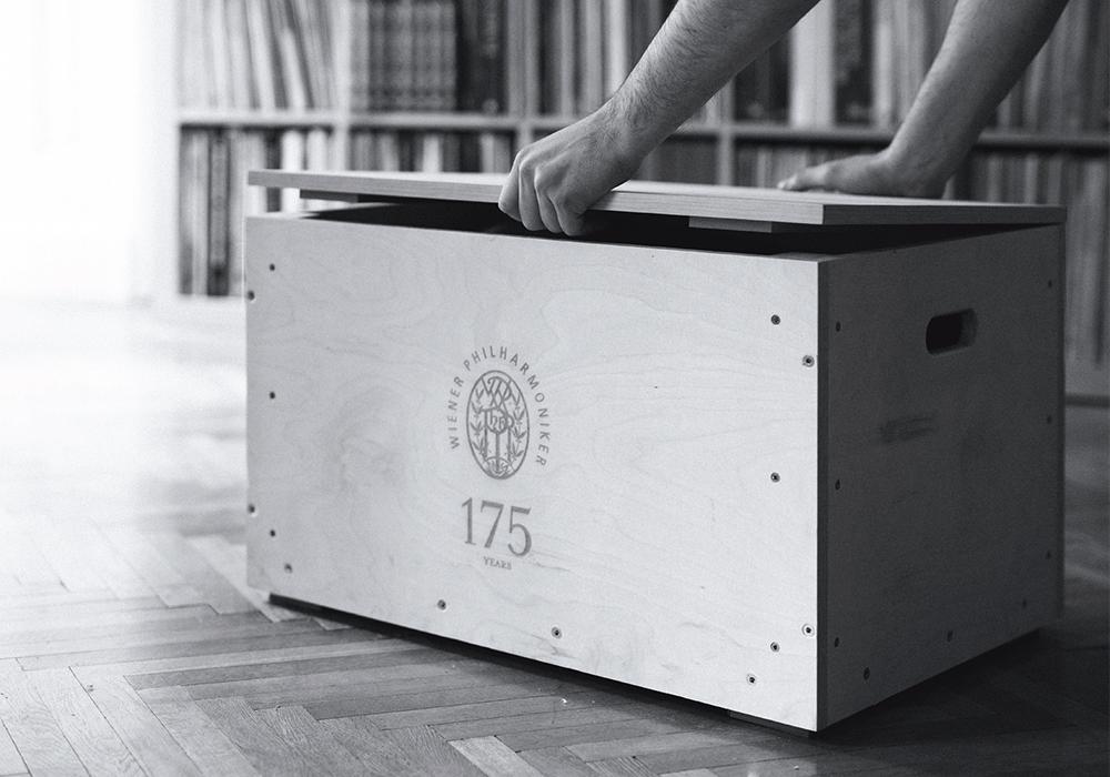 Pro-Ject - VIENNA175/CE(ダーク・チェロ) (ウィーン・フィルハーモニー・レコードプレーヤー)【限定受注生産品】《JP》【メーカー取寄商品・納期を確認後、ご連絡いたします】