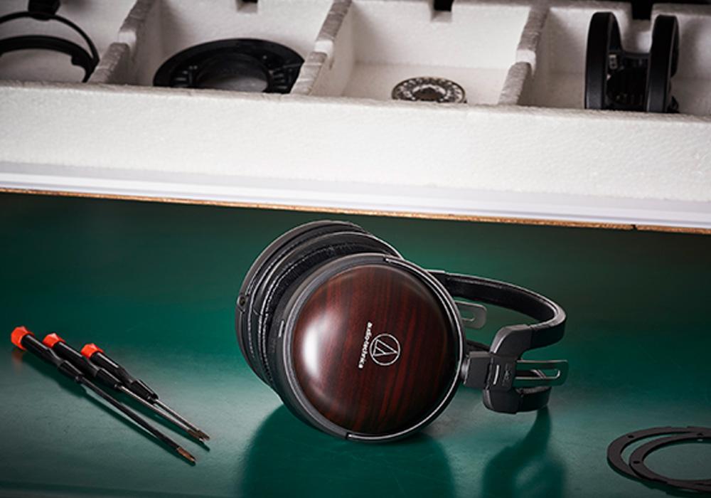 audio-technica - ATH-AWKT(密閉ダイナミック型ヘッドホン)《JP》【メーカー直送品(代引不可)・3〜5営業日前後でお届け可能です※メーカー休業日除く】