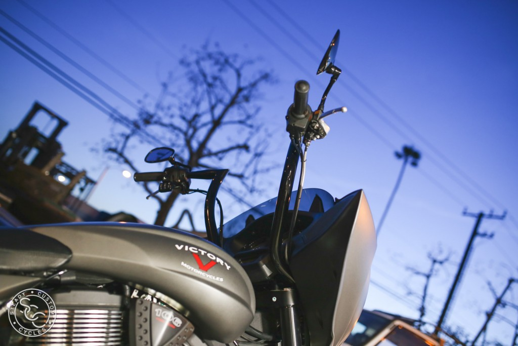 SCCオーダーメイドハンドルバー Bull Horn For Victory Motorcycles