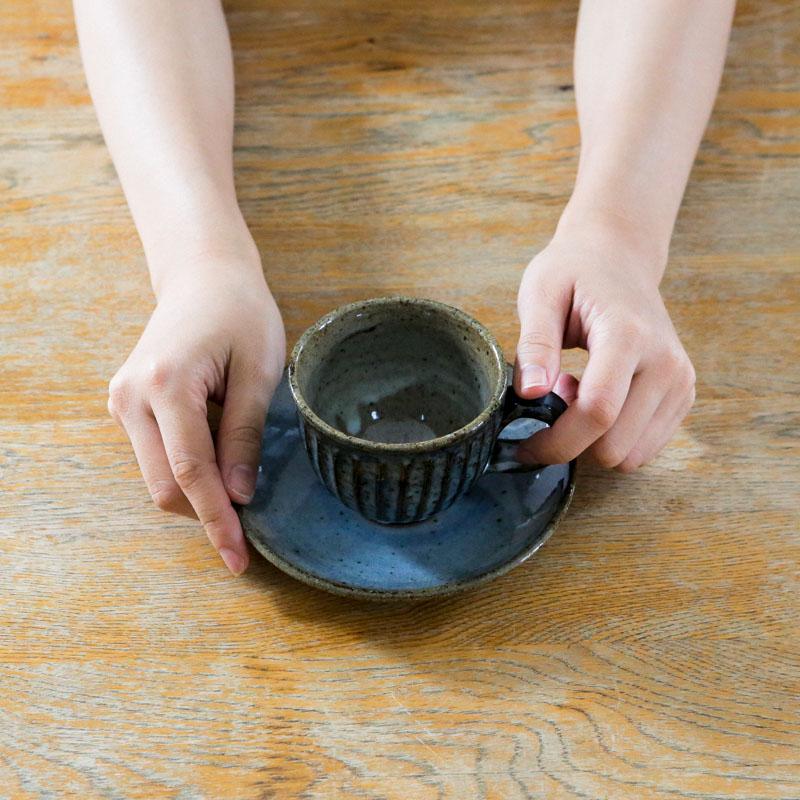 青萩彫/丸コーヒー碗皿(青)