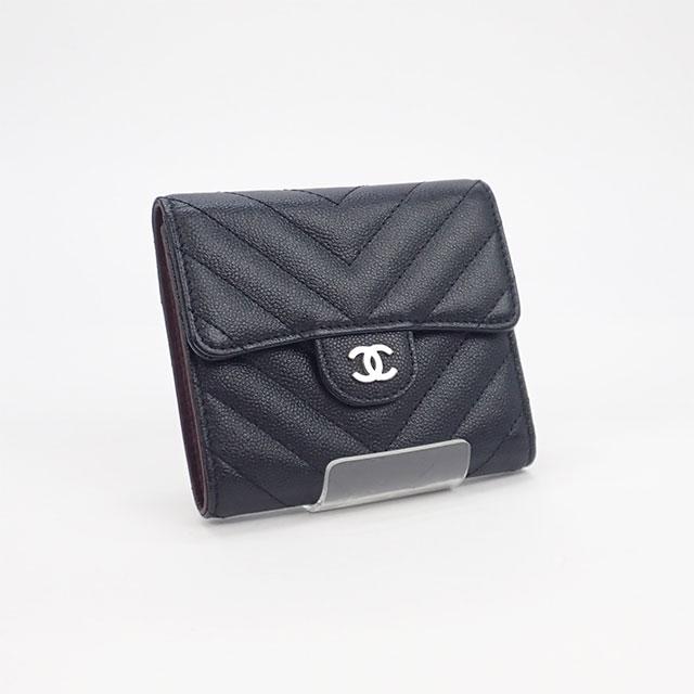 【辛口評価】【Aランク】CHANEL シャネル キャビアスキン  Vステッチ 三つ折り財布 A82288 ブラック×シルバー金具