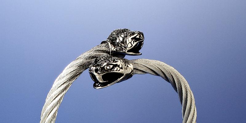 財運蛇のワイヤーバングル