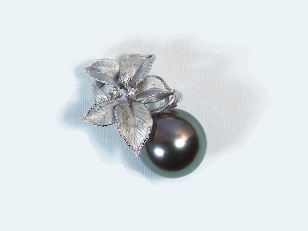 タヒチ真珠ペンダント トップパールペンダント トップ<12.9mm>K18WG・ダイヤモンド 0.04ctタヒチ黒蝶真珠 P-7790
