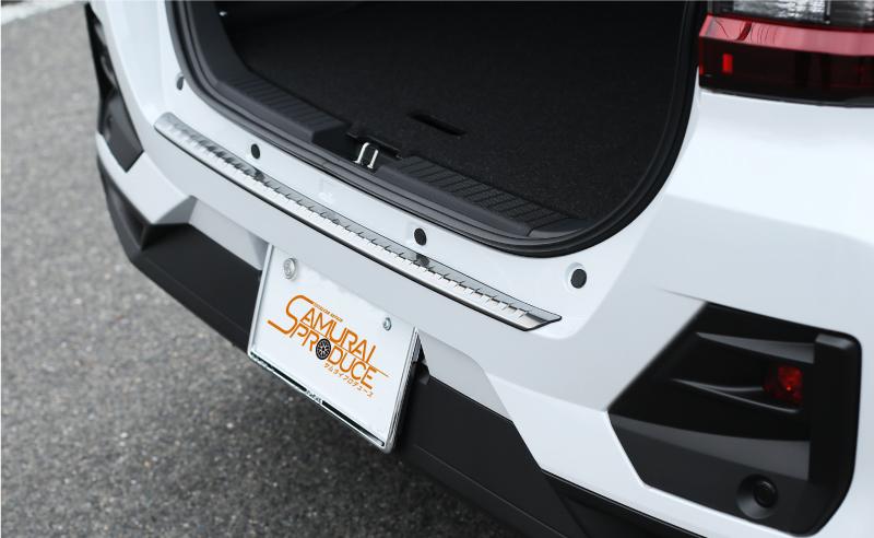 ライズ/ロッキー リアバンパーステップガード 1P 車体保護ゴム付き|トヨタ TOYOTA RAIZE ダイハツ DAIHATSU Rocky 選べる2カラー ブラックヘアライン シルバーヘアライン A200A A210A カスタム ドレスアップ 専用 パーツ アクセサリー オプション エアロ