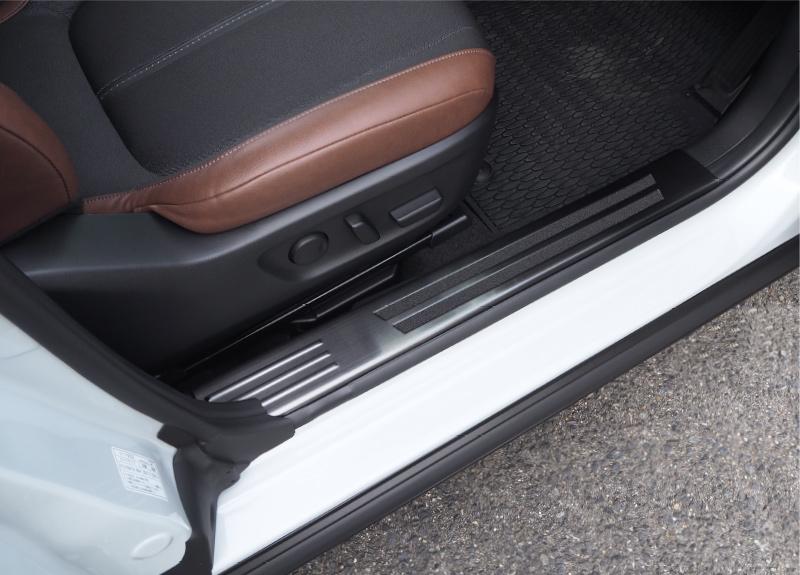 MX-30 内側スカッフプレート 4P 滑り止め付き 選べる2カラー シルバーヘアライン/ブラックヘアライン|マツダ MAZDA MX30 5AA-DREJ3P 専用 内装 カスタム パーツ ドレスアップ 専用 パーツ サイドステップ サイドスカート 保護