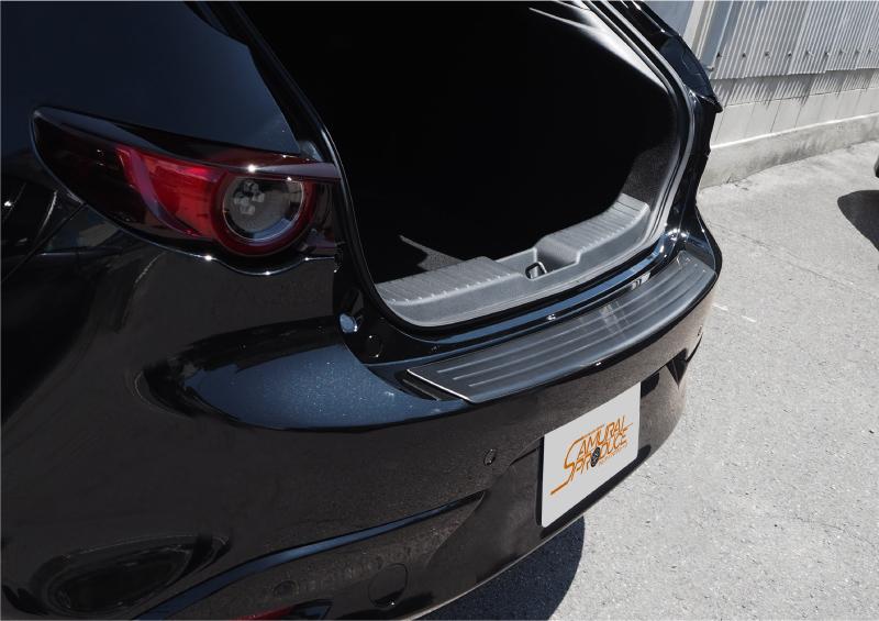 【アウトレット品】MAZDA3 リアバンパーステップガード 車体保護ゴム付き ブラックヘアライン 1P|マツダ MAZDA BP系 FASTBACK専用 カスタム パーツ ドレスアップ アクセサリー