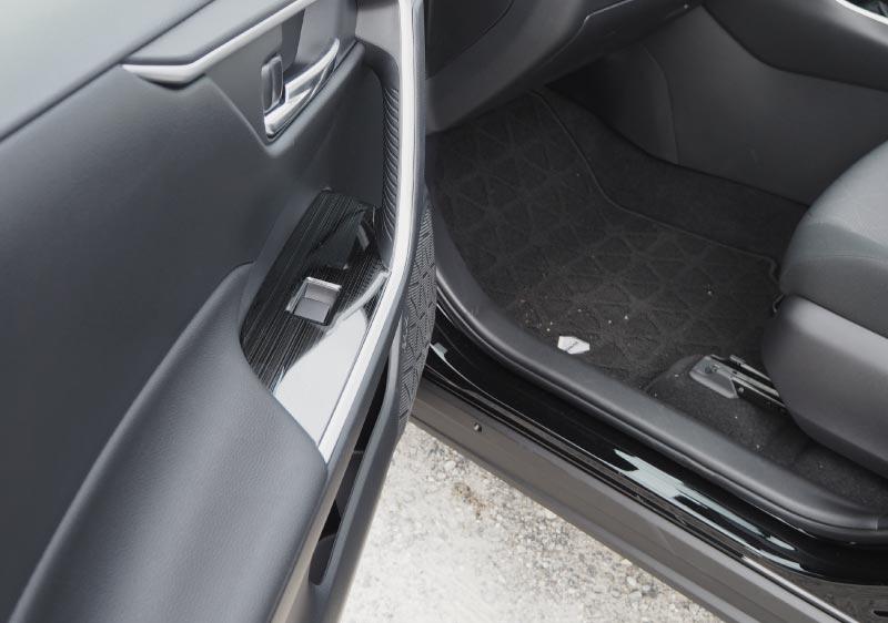 【アウトレット品】RAV4 ウィンドウスイッチベースパネル 艶有りブラックヘアライン 4P|新型RAV4 50系 カスタム 専用 パーツ ドレスアップ アクセサリー オプション エアロ