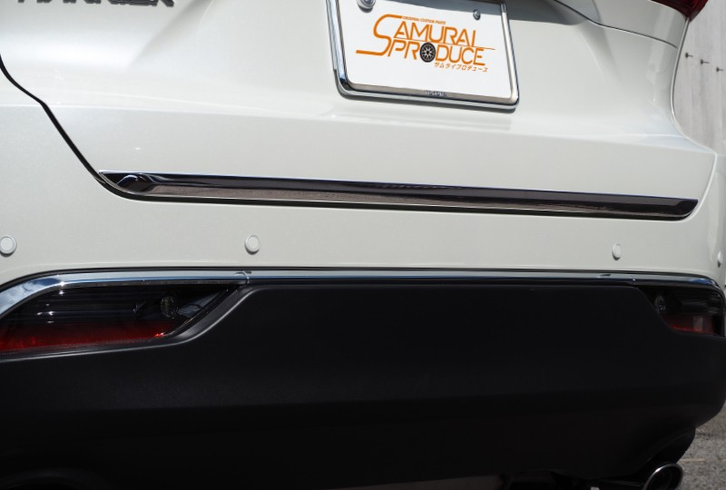 新型ハリアー 80系 リアゲートガーニッシュ 1P 鏡面仕上げ|トヨタ TOYOTA HARRIER 80 リア カスタム 専用 パーツ ドレスアップ アクセサリー オプション エアロ