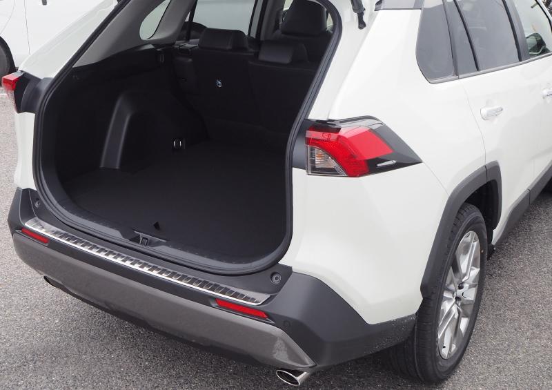 RAV4 リアバンパーステップガード 1P|トヨタ TOYOTA 新型 ラブ4 車体保護ゴム付き 選べる3カラー シルバーヘアライン ブラックヘアライン カーボン調 カスタム 専用 パーツ ドレスアップ オプション エアロ