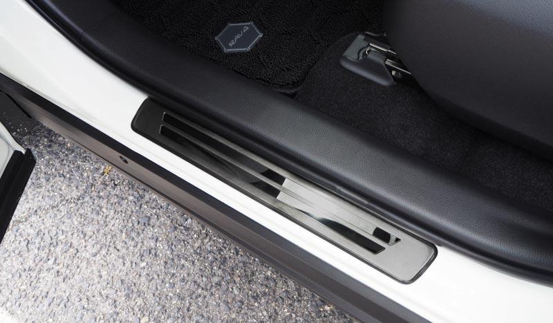 RAV4 外側スカッフプレート 4P|トヨタ TOYOTA 新型 ラブ4 車体保護ゴム付き 選べる3カラー シルバーヘアライン ブラックヘアライン カーボン調 MXAA54 カスタム 専用 パーツ ドレスアップ アクセサリー オプション エアロ