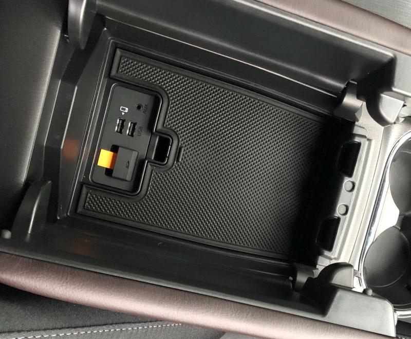 《SALE》CX-8 コンソールボックストレイフロント用 1P |マツダ MAZDA CX8 KG系 滑り止めゴム付き 2018年11月マイナーチェンジ後専用 カスタム 専用 パーツ ドレスアップ アクセサリー オプション エアロ