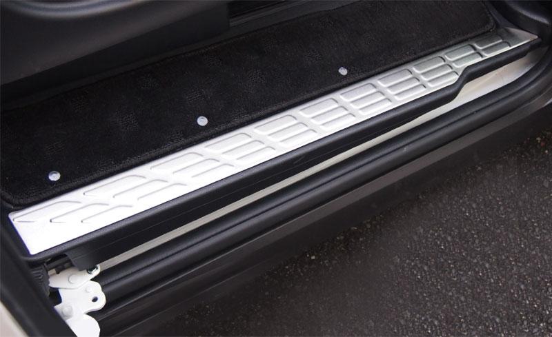 エスクァイア サイドステップ スカッフプレート シルバー 4P|トヨタ TOYOTA ESQUIRE 専用設計 前期 後期 内装 専用 パーツ カスタム ドレスアップ アクセサリー カバー ガード 保護 サイドシル サイドスカート ステップガード オプション エアロ