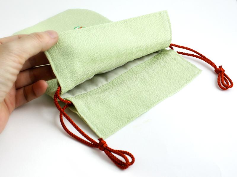 ちりめん刺繍巾着袋「宝尽くし」(大)