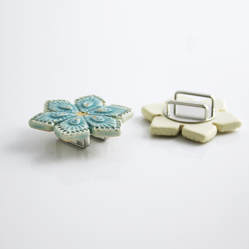 陶器の帯留め「クジャク文」(全4色)