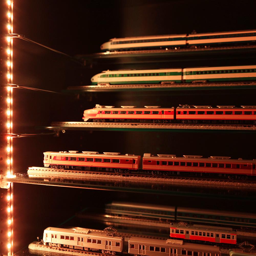 コレクションラック ワイド 幅83cm×奥行29cm専用 ガラス棚 ひな壇 Mサイズ -フィギュアラック ザ サード-