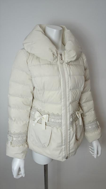 10月入荷予定品:予約注文可Coat ウェスト&袖 リボン×レース使いのエレガントなダウンコート