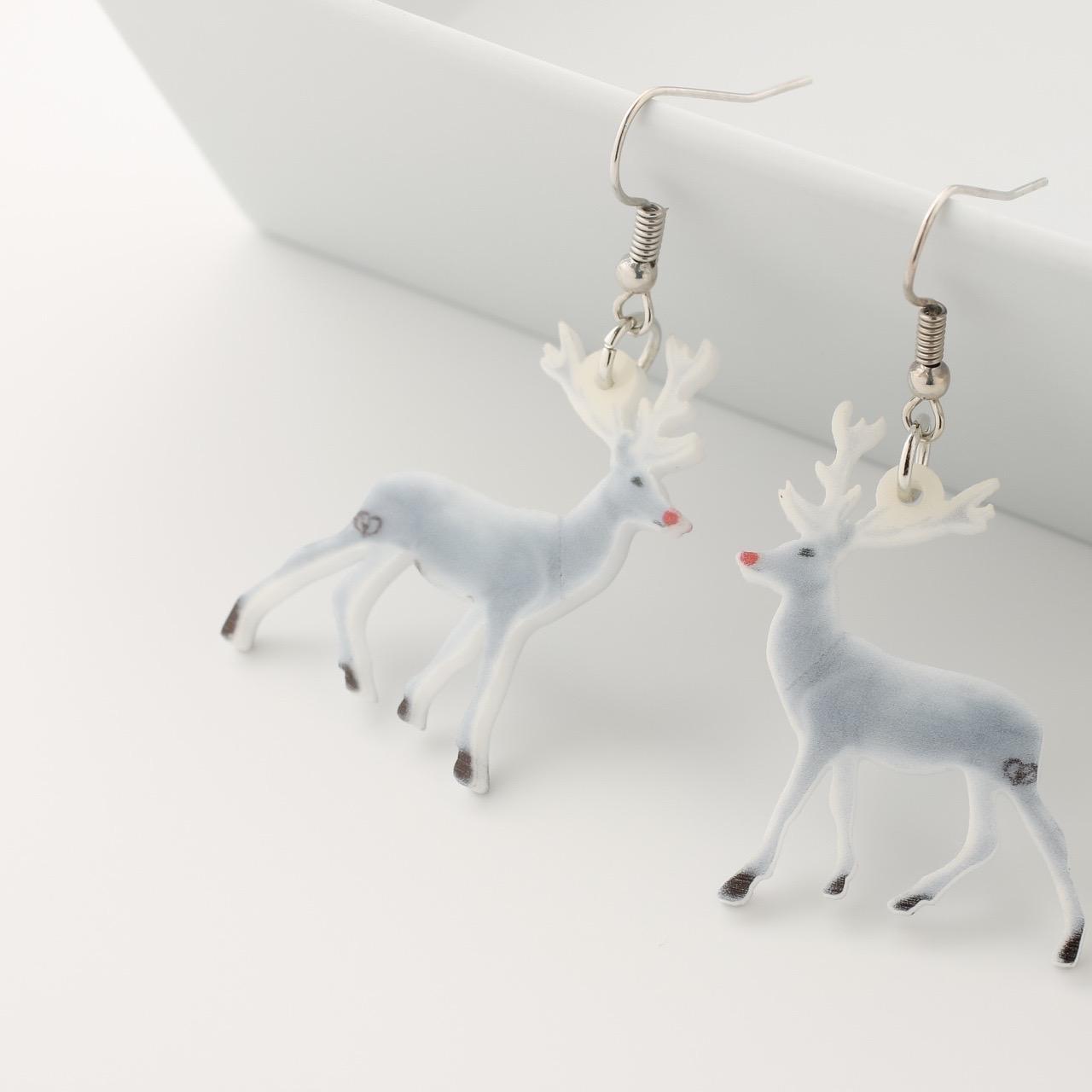 Cute acrylic 鹿ピアス