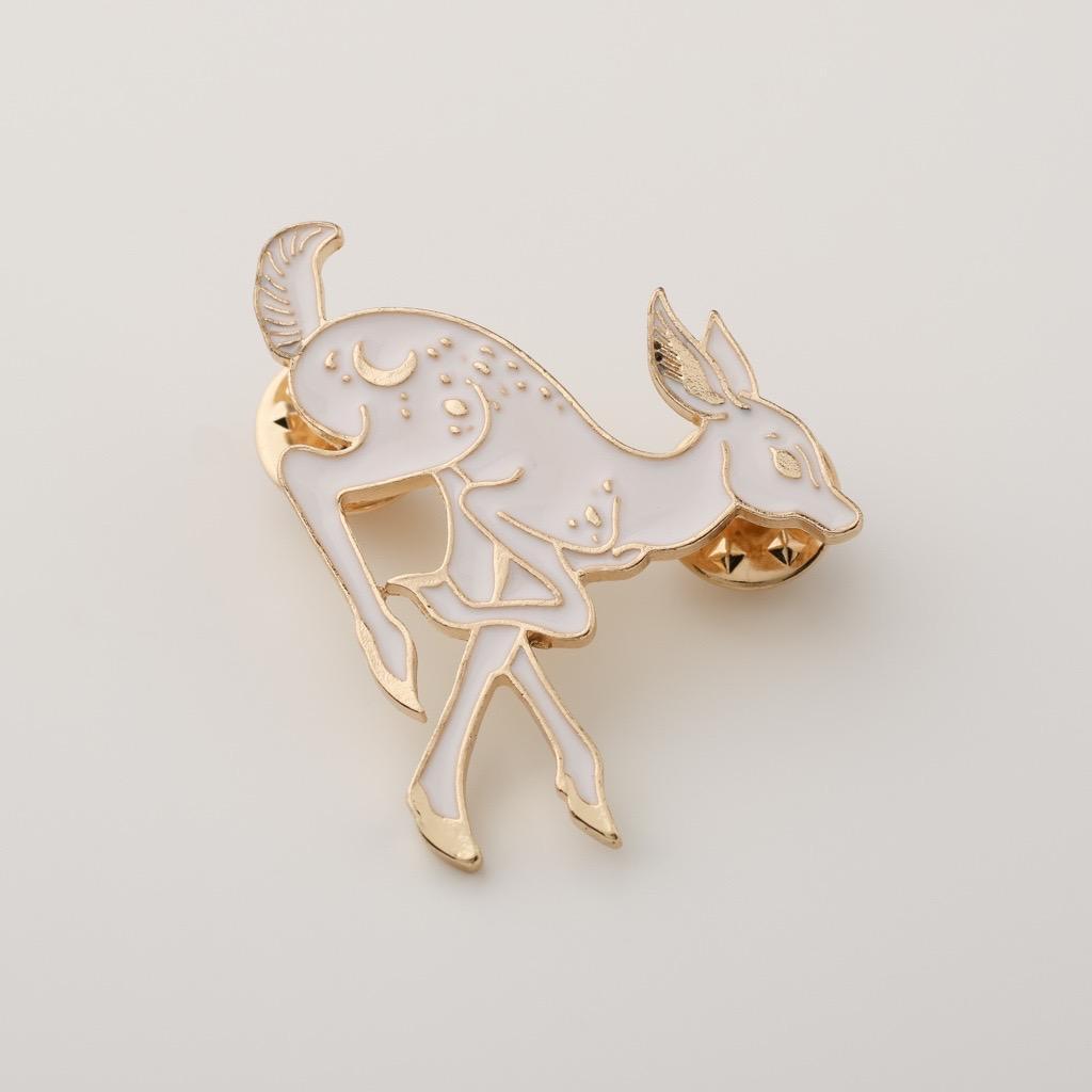 優姿な鹿ピンブローチ
