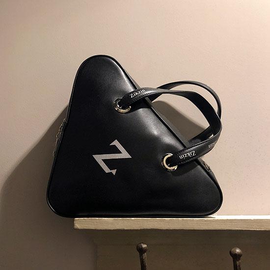 三角ハンドバッグ