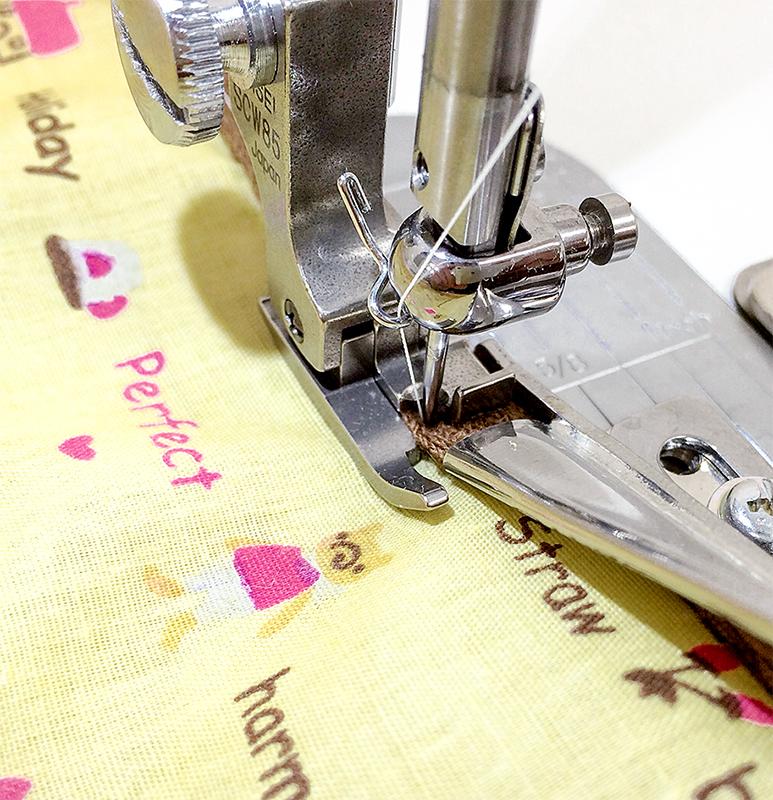 【送料無料】バインダー用深縫いステッチ押え金 (ステッチ幅2.0mm,針穴の中心より右側の幅7.0mm) 職業用ミシン