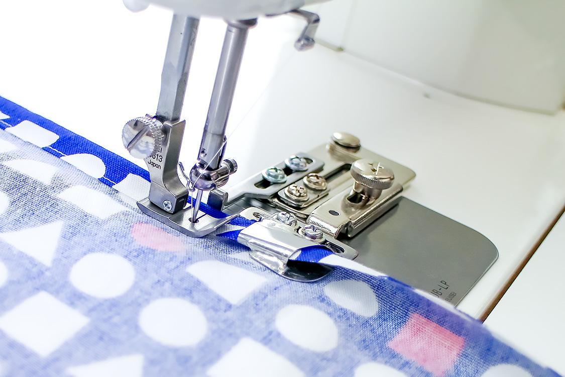◆メーカーお取り寄せ◆ 【送料無料】20mm幅・二ツ折りヘマー(押え金無しモデル) 職業用ミシン用
